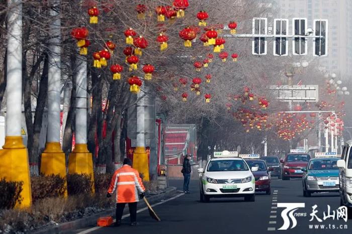乌鲁木齐市友爱路街景。石榴云/新疆日报记者秦鹏摄