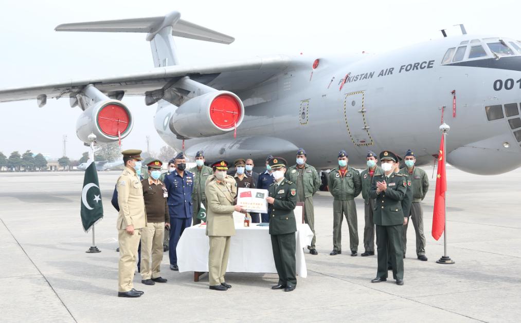 中国军队向巴基斯坦军队援助的一批新冠疫苗正式移交图片