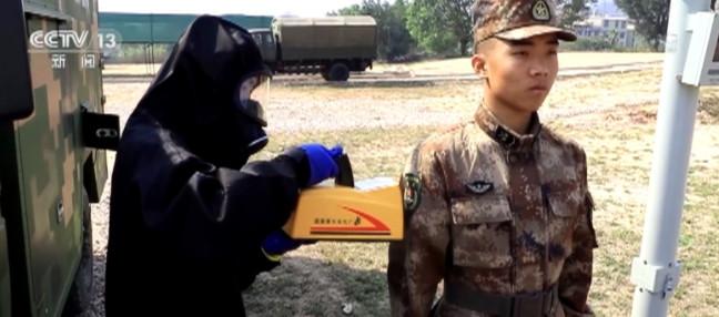 陆军:应急综合演练 多型防化装备提升救援能力图片