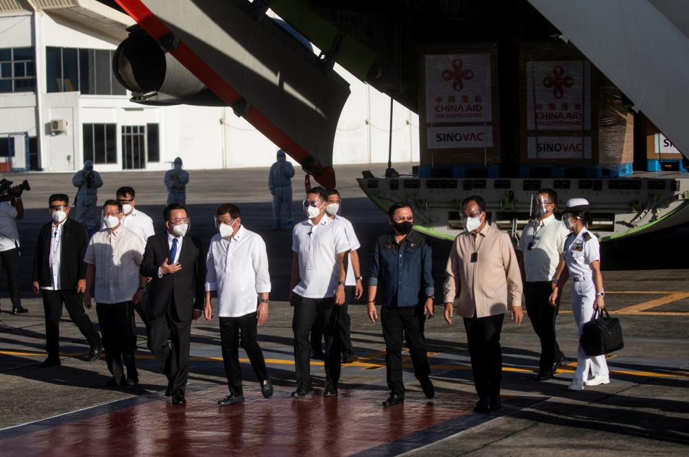 外媒:菲律宾政府高官及医务人员今日接种中国疫苗