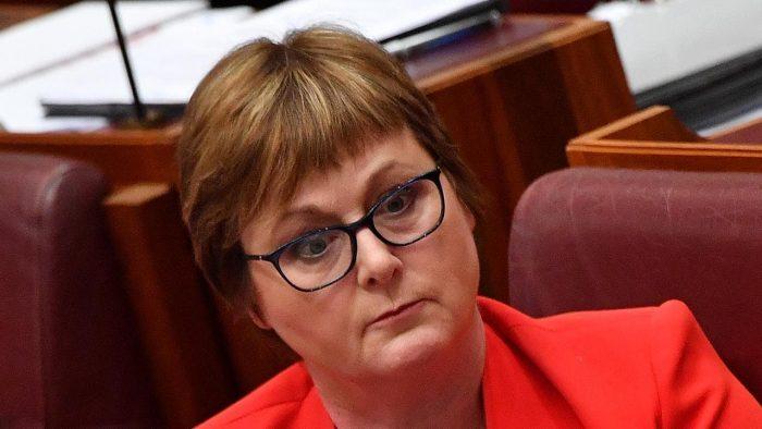 """骂完强奸案受害者""""撒谎的母牛"""",澳防长道歉又赔钱"""