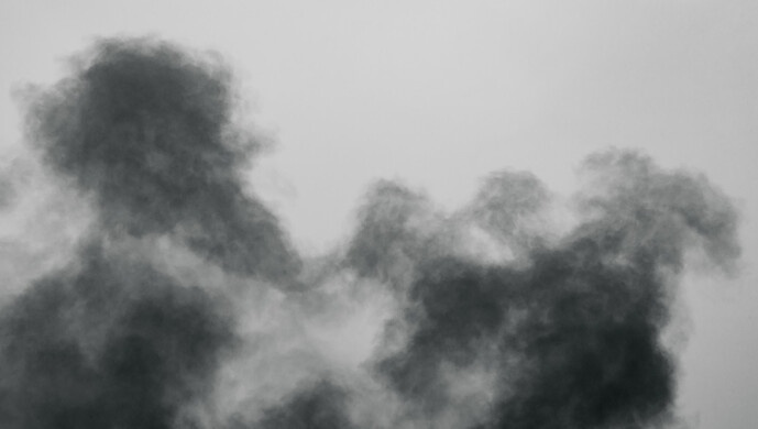南京路现黑烟?系九江路一处建筑工地杂物起火,无人员伤亡图片