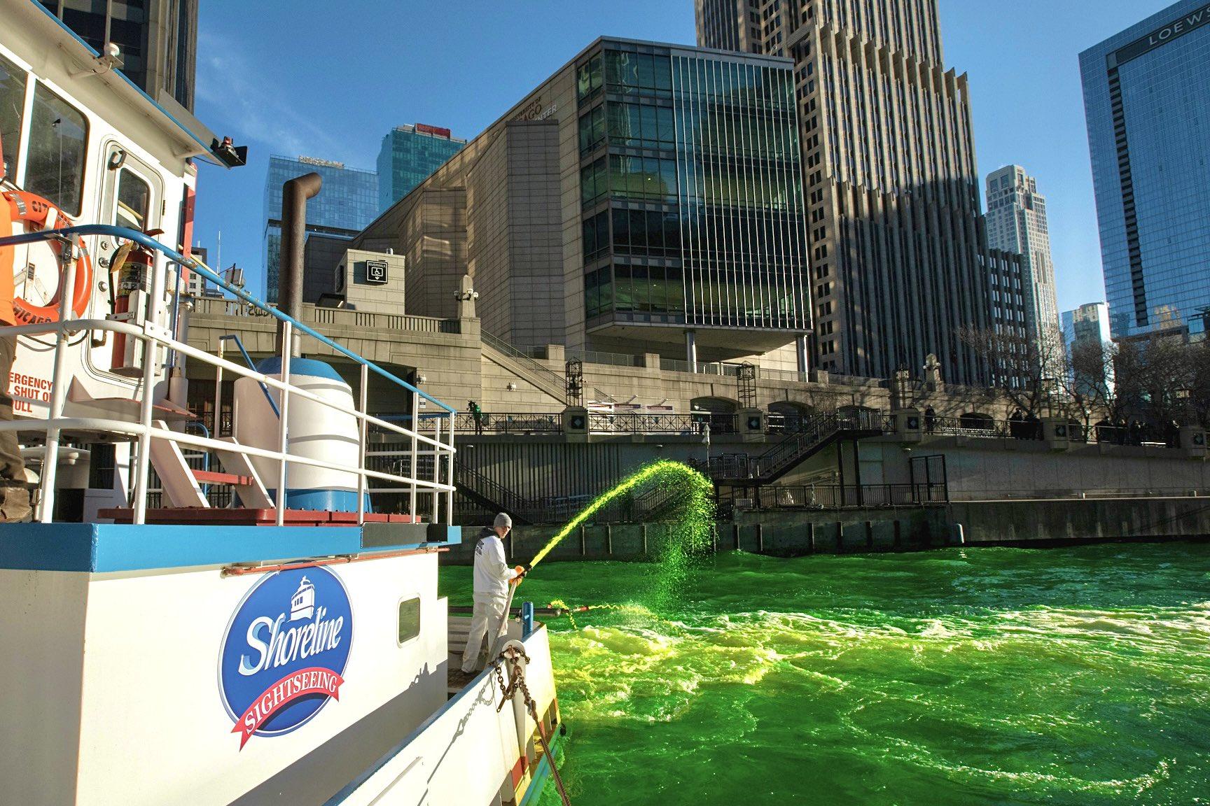 美国芝加哥染绿河流庆祝节日 为防聚集市民未被通知