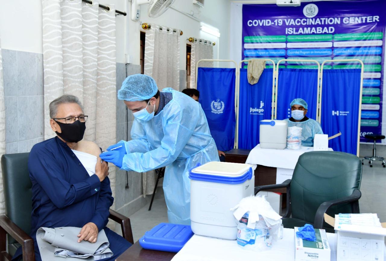 巴基斯坦总统阿尔维接种新冠疫苗