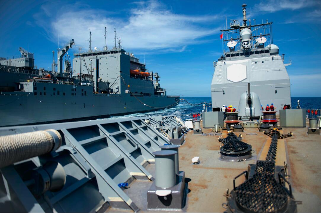 """美军航母护卫舰船漏油故障频发 刚出海就""""掉队"""""""