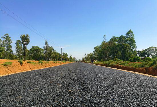 肯尼亚乡村公路552标段项目提前八个月全线通车图片