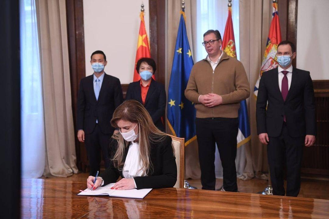 塞尔维亚政府签约再次购买中国新冠疫苗图片