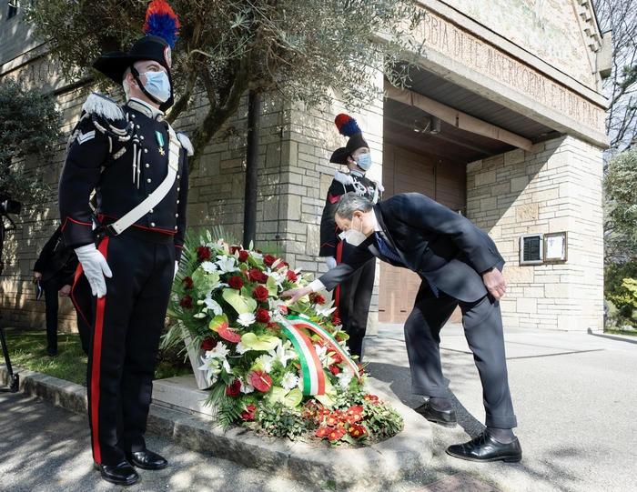 意大利举行全国性悼念活动 向新冠逝者致哀