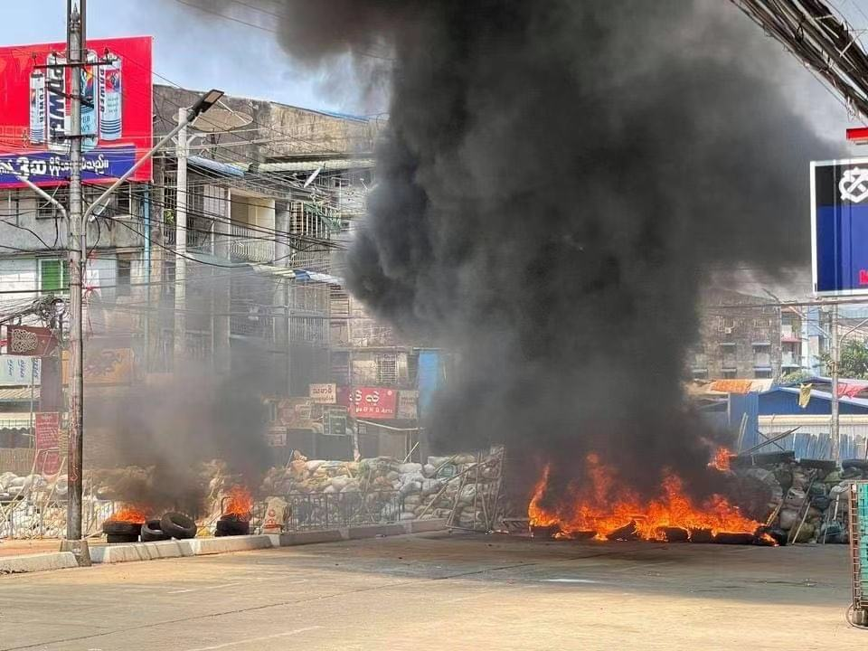 缅甸仰光阿隆区等多地示威者与军警爆发激烈冲突