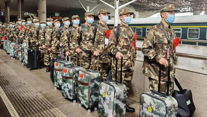 """上海首批""""一年两征""""新兵今天奔赴军营,其中有40名高原兵图片"""