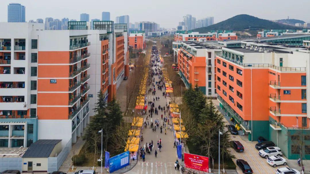 壮哉!596家企事业单位来石大招贤纳士图片