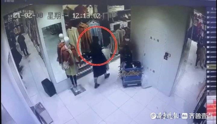 商场偷衣想当过年新衣 结果还没出门就被发现