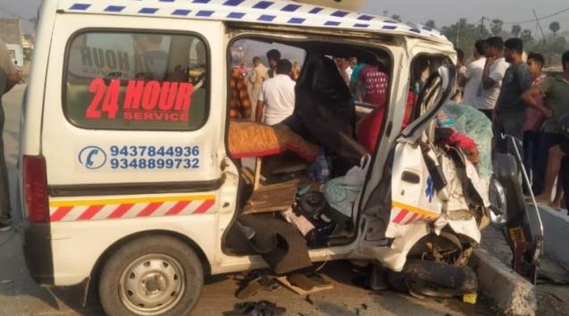 印度奥里萨邦发生救护车与油罐车相撞事故 致4死3伤