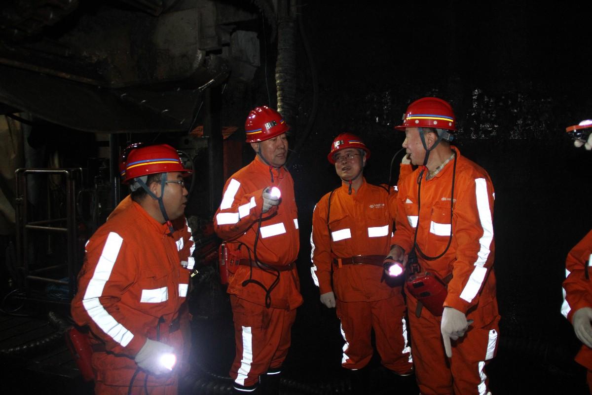 集团领导赴上海煤科全断面矩形快速掘进机项目现场调研