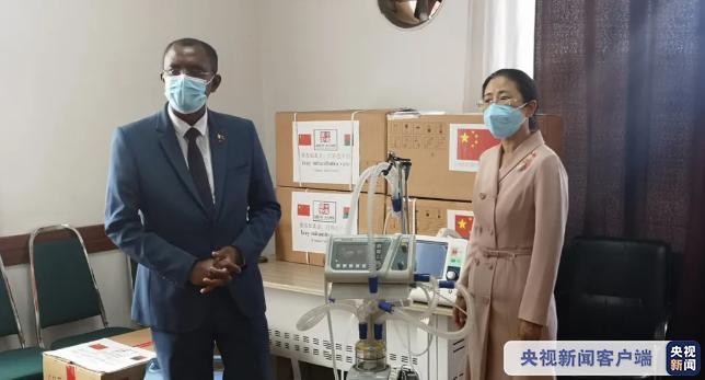 中国向马达加斯加援助抗疫医疗设备