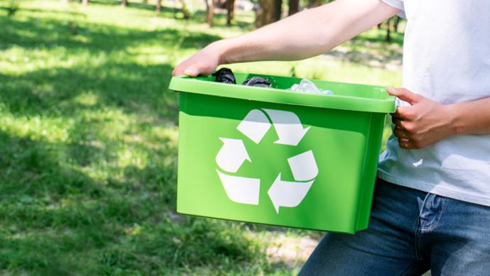 """""""90后""""英国海归硕士,为何选择当废品回收员?"""