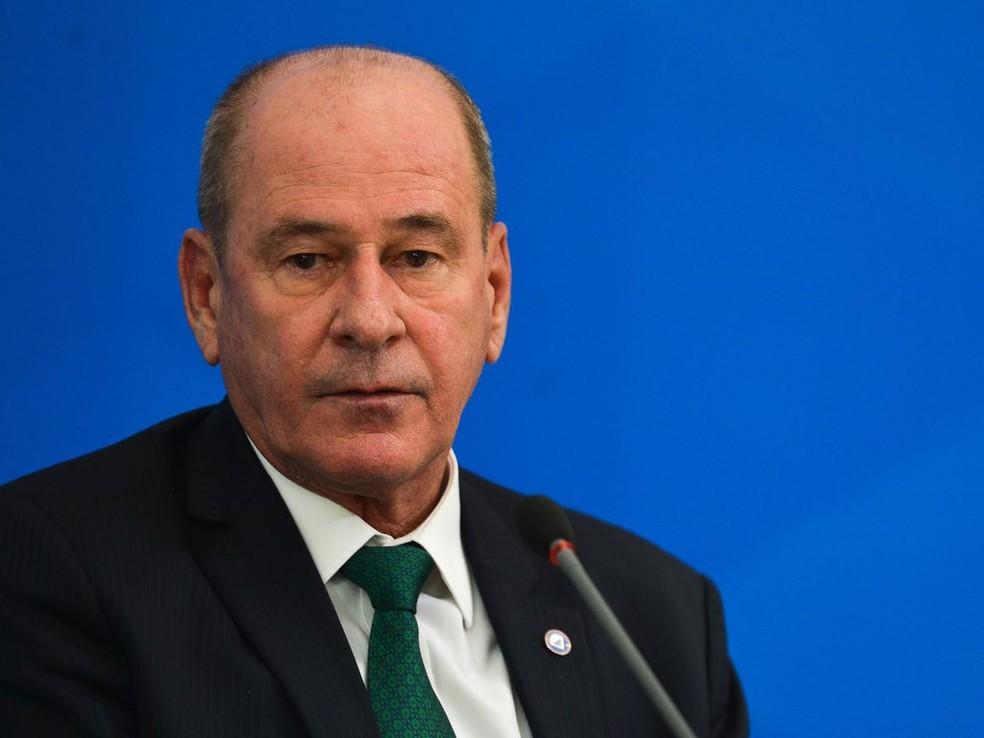 巴西国防部长辞职