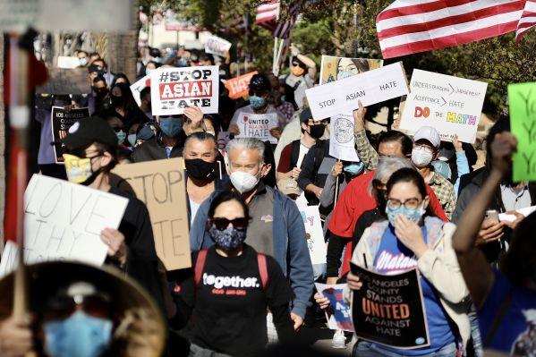 民调显示:近七成美国人认为亚裔受到歧视