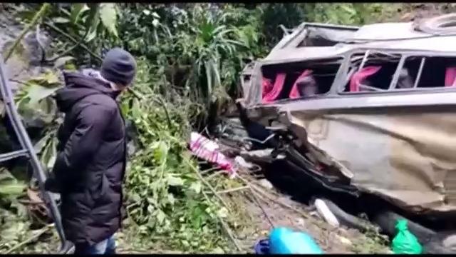 玻利维亚一巴士发生车祸 至少21人死亡