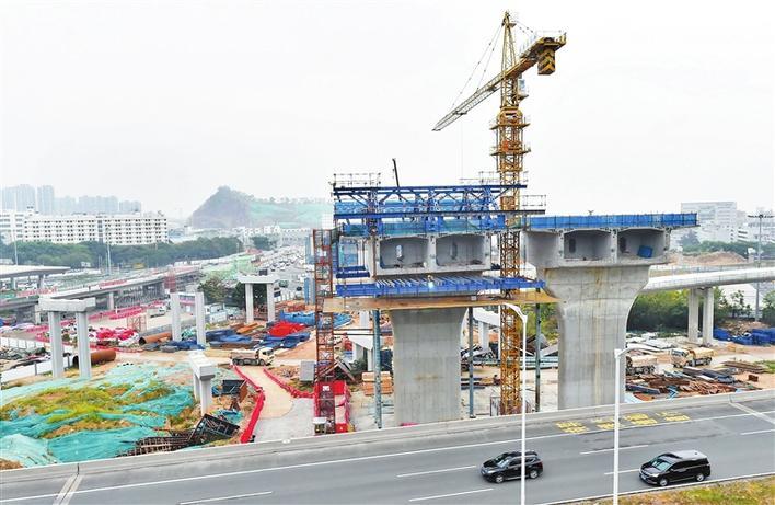 广深沿江高速二期施工现场。