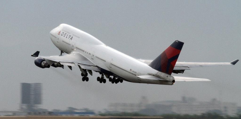 墨西哥飞美国航班上一名乘客猝死 死因不明