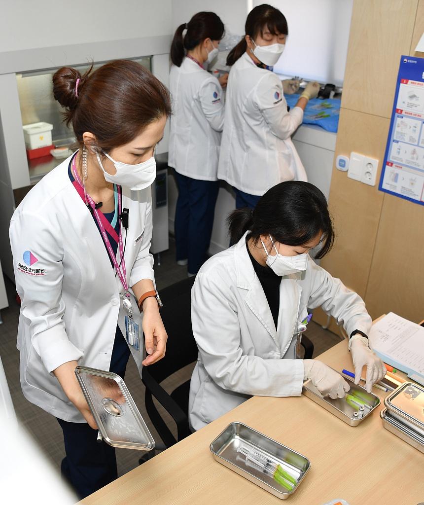 韩国近4000人接种新冠疫苗后出现不良反应 11人死