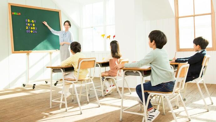 """学校延长学生在校时间、解决家长接送难题后,""""压力山大""""的教师有话说图片"""