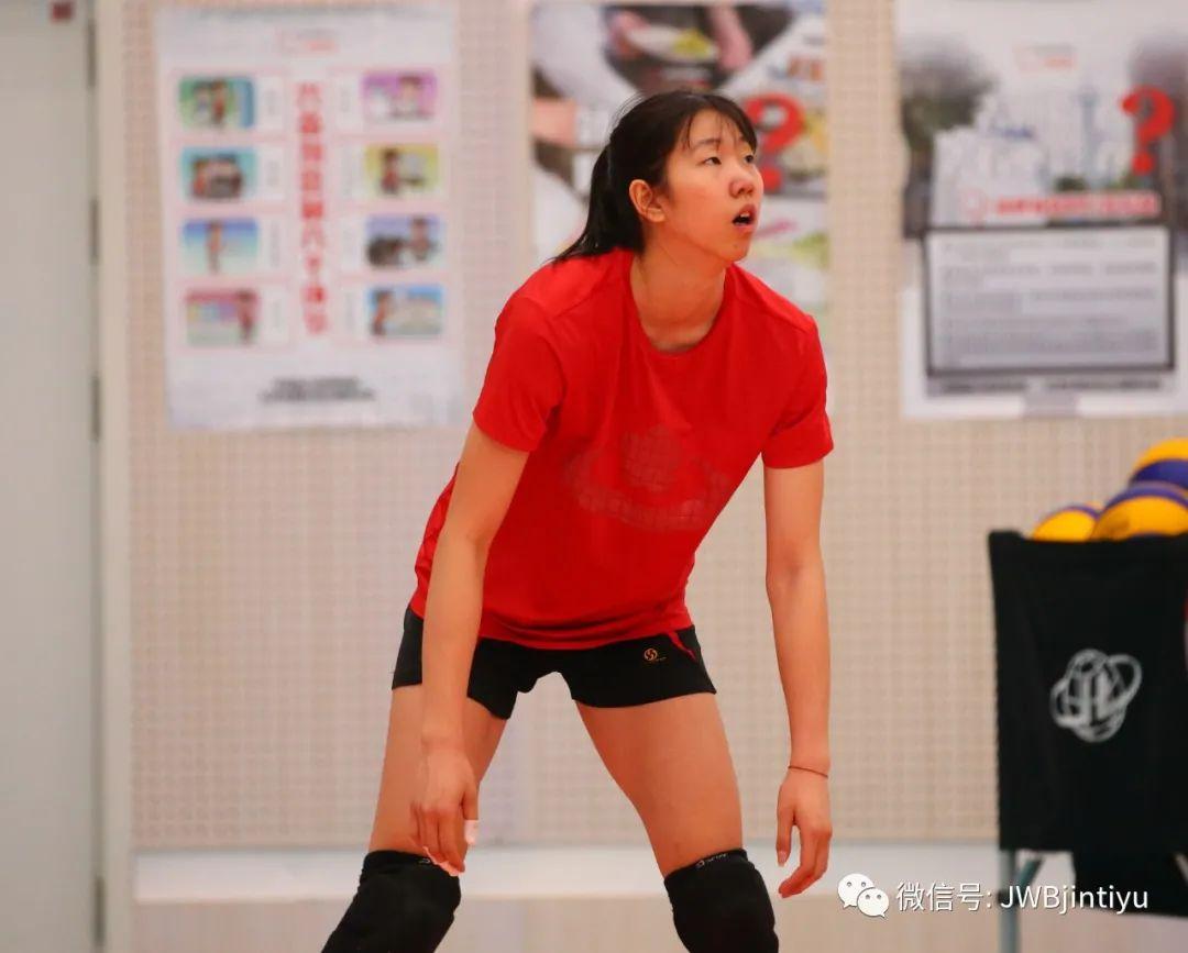 随天津青年女排备战预赛 夏思佳:期待更好的自己