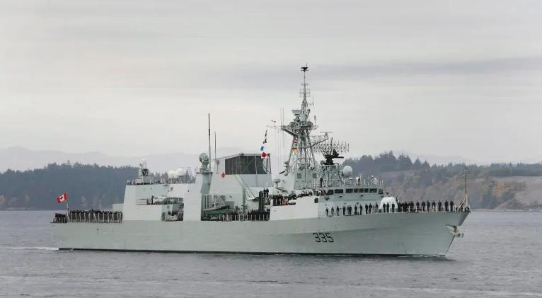 加拿大护卫舰航经中国南海图片