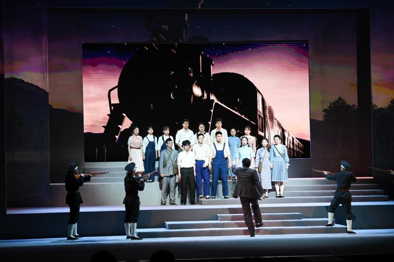 原创校史舞台剧《积厚流光》在菁菁堂震撼上演