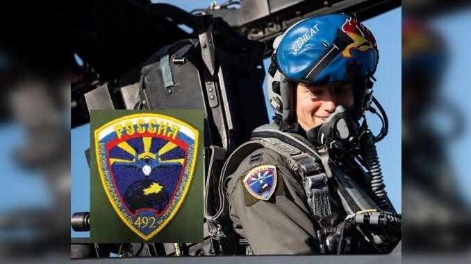 """美军F-15战机飞行员戴上俄军臂章 被西方骂为""""叛徒"""""""