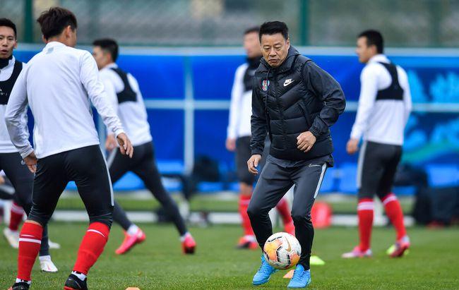 足球报:吴金贵续约三人留队,新赛季的青岛队依旧申花味浓