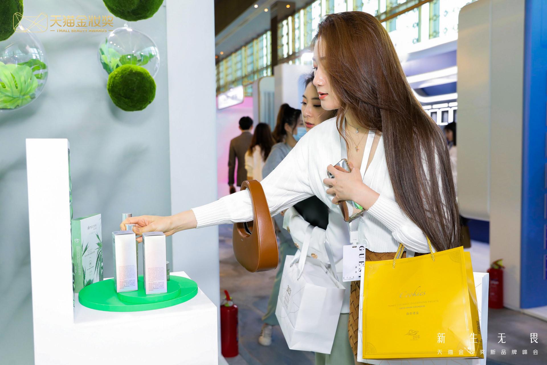 天猫金妆奖:64个快消新品牌年销售超过1亿元