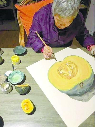 77岁阿籽奶奶画笔下的青春苏醒了