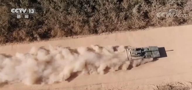 陆军新装备多课目考核 检验装甲兵实战水平图片