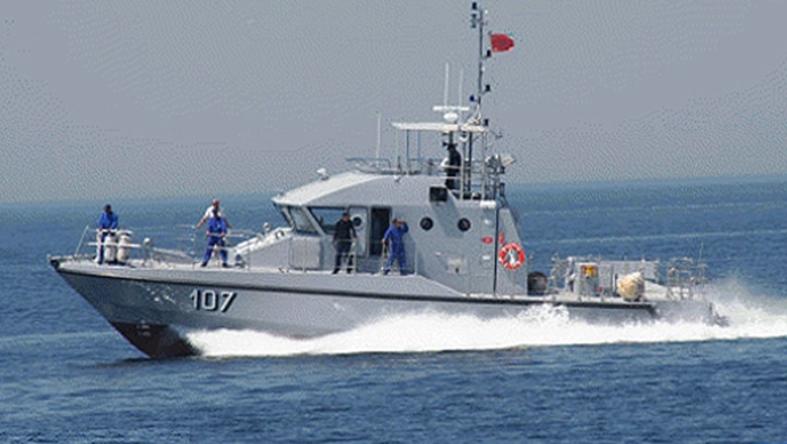 摩洛哥海军在地中海解救100名非法移民