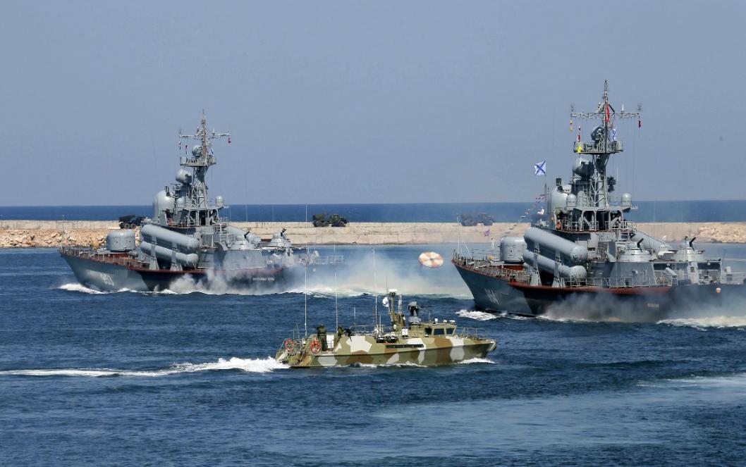 """绝!俄罗斯""""堵住""""刻赤海峡 乌克兰演习舰船无法回港"""