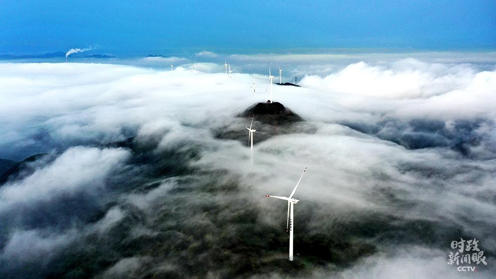△这是位于浙江舟山市定海区金塘风电场。据领会,2020年金塘风电场共有5226万度干净电能输入国度电网,理论盘算可削减二氧化碳排放约5.33万吨。(图/视觉中国)