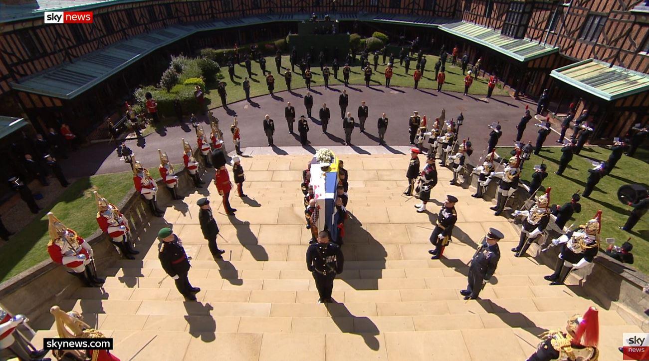 英国女王丈夫菲利普亲王葬礼在圣乔治教堂开始举行