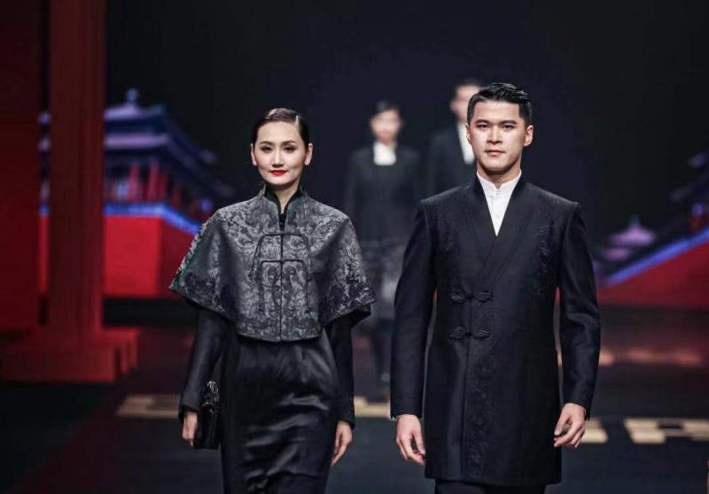 """让世界看到中国新时尚,""""新中装""""为何在上海破壳而出?"""