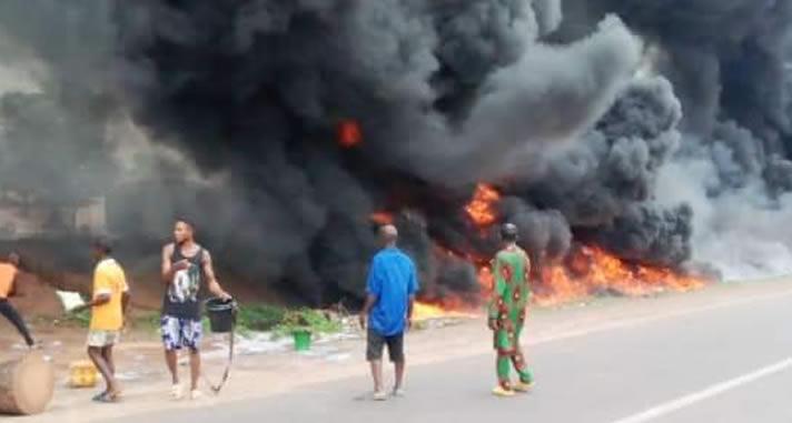 尼日利亚一油罐车爆炸 至少12人死亡
