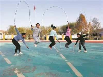 跳绳8年,江苏这所学校学生近视率、肥胖率为零图片