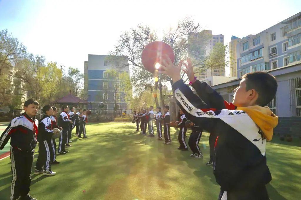 """【新大新闻】""""我为群众办实事""""——新疆大学附属中学开展课后托管服务工作"""