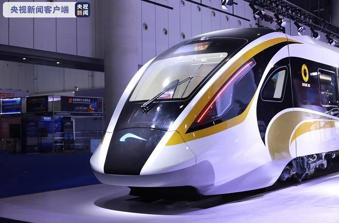"""""""黄金面具""""+""""智慧大脑"""" 新型市域列车亮相成都"""