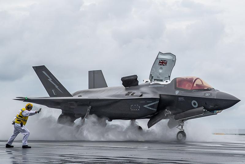 """美媒宣称日本可用F-35战机在东海""""建墙""""护台湾 岛内网友:这记者真能骗稿费"""