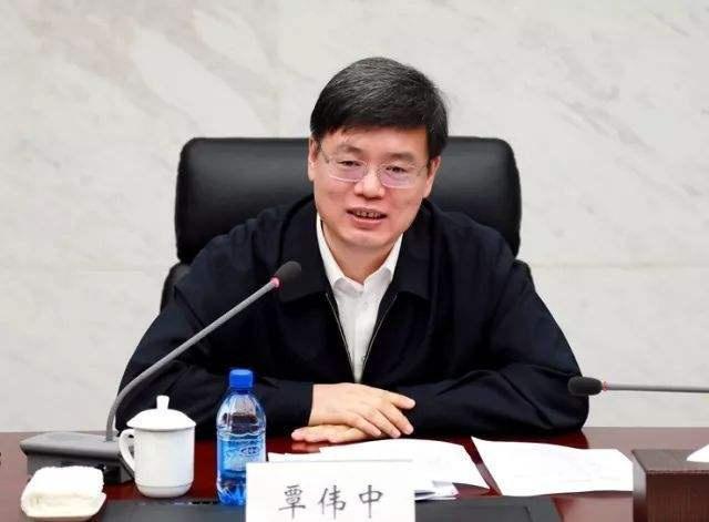 广东副省长覃伟中,已任深圳市委副书记、市政府党组书记图片