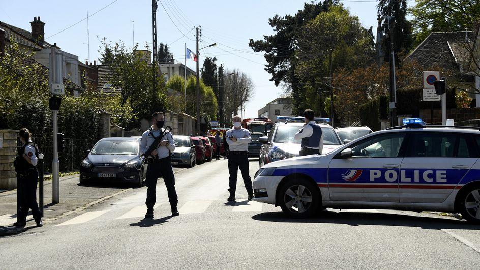 法国反恐检察院介入朗布依埃袭警案