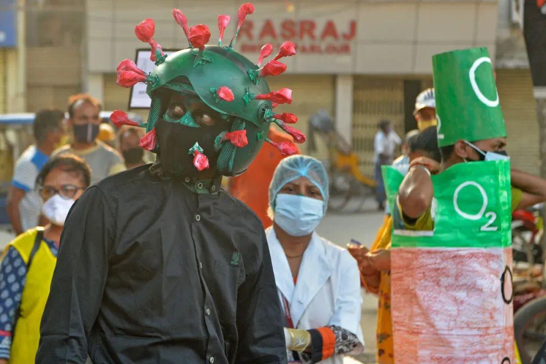 日增确诊近35万!变异病毒传播、印度富人纷纷逃离