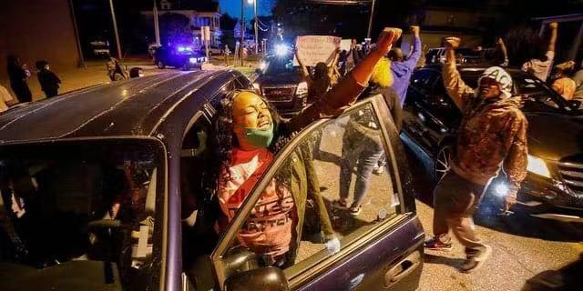 美国北卡罗来纳州伊丽莎白市布朗案引发连续抗议示威
