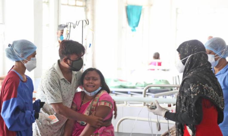印度女子因丈夫感染新冠去世服毒自杀 留下两个孩